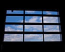 Usi industriale cu sistem de culisare Vertical Lift